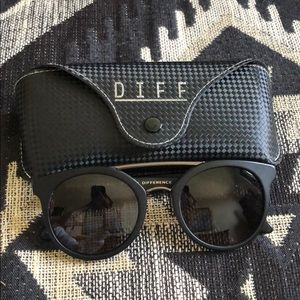 Diff  eyewear black sunglasses  with case